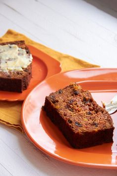 This Carrot Raisin Bread is super moist and will keep for days. Toasted slices are delicious with some cream cheese or butter. Muffin Recipes, Bread Recipes, Breakfast Recipes, Dessert Drinks, Dessert Recipes, Desserts, Carrot Raisin Bread Recipe, Dutch Oven Recipes, Savoury Dishes