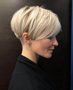 Blonde Layered Pixie Haircut ❤ Explore the ideas of sporting short layered hair if you are about to freshen up your style! See how your new texture can change your look for the better. womens style 30 Ideas Of Wearing Short Layered Hair For Women Haircuts For Fine Hair, Short Pixie Haircuts, Short Hairstyles For Women, Hairstyles Haircuts, Pixie Bob Haircut, Pixie Bob Hairstyles, Really Short Hairstyles, Hairstyle Short Hair, Short Undercut Hairstyles