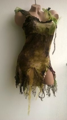 Robe ou tunique marron et verte féerique.  I love for a faerie costume.