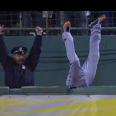 If you're happy with Big Papi's Grand Slam to tie the game in the 8th ... put your hands up!!! ... no no ... your hands. @Courtney Red Sox   #redsox #boston @komonews.com.com @Kiro R. 7 Eyewitness News @nora 5