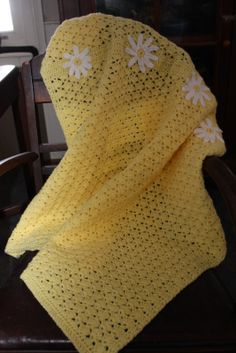 Chasing Chickens: Free Crochet Pattern - Daisy Baby-ghan I plan to use base stitch then do my own thing! Crochet Afghans, Motifs Afghans, Baby Afghans, Afghan Patterns, Baby Blanket Crochet, Crochet Patterns, Crochet Blankets, Crochet Daisy, Love Crochet