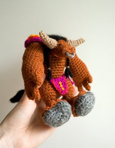 World of Warcraft crochet pattern for amigurumi tauren. Crafting tutorial by #tinyAlchemy
