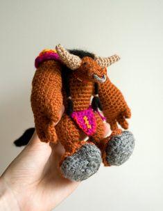 World of Warcraft crochet pattern for amigurumi tauren. Crafting tutorial by #tinyAlchemy