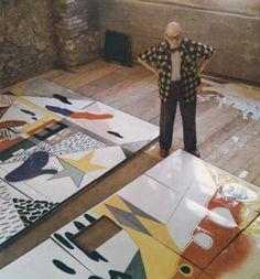 painting in studio : Le Corbusier Le Corbusier Architecture, Maurice Utrillo, Atelier Photo, Art Et Design, Modernisme, Famous Artists, Oeuvre D'art, Art Studios, Artist At Work