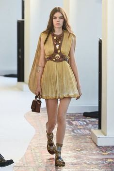 a175a89ac1ce Chloé Spring 2019 Ready-to-Wear Collection - Vogue Chloe Fashion