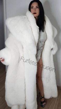 Fox Fur Coat, Shearling Coat, Elizabeth Olsen, Fur Fashion, Womens Fashion, Jackets Fashion, Petite Fashion, Style Fashion, Belle Silhouette