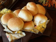 homemade dinner rolls (bread-machine) - happy hooligans-------these are the rolls we make for big dinners, everyone LOVES them! Dinner Rolls Bread Machine, Easy Bread Machine Recipes, Best Bread Machine, Bread Maker Recipes, Homemade Buns, Homemade Dinner Rolls, Dinner Rolls Recipe, Roll Recipe, Homemade Breads