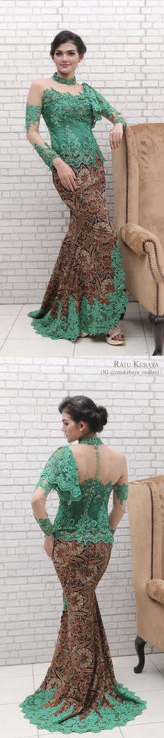 Kebaya hijau dengan padanan rok batik bordir (IG @ratukebaya_medan)