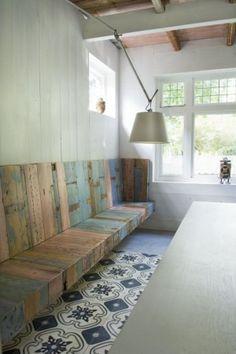 tegels en oud hout