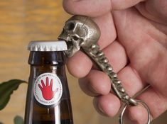 Skull Bottle Opener by bkotlins on Shapeways. Learn more before you buy, or discover other cool products in Dining. Metal Art Projects, Welding Projects, Skull Decor, Skull Art, Beer Caps, Scrap Metal Art, Skull And Bones, Cool Gadgets, Blacksmithing