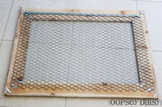 DIY chicken wire frame_chicken wire - use clothespins to attach photos recipes seed packets. Chicken Wire Crafts, Chicken Wire Frame, Frame Crafts, Diy Frame, Wedding Picture Walls, Wedding Wall, Wedding Props, Diy Wedding, Country Crafts