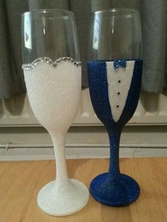 Bride and Groom Glittered wedding glasses blue