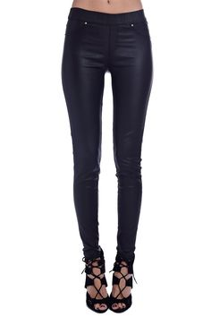 Leggings negros efecto polipiel de Q2 collection. Disponibles en S a L. www.monanva.com