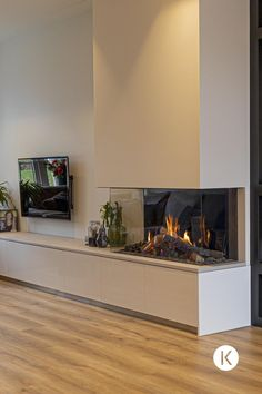 Living Room Decor Fireplace, Home Fireplace, Modern Fireplace, Fireplace Design, Open Plan Kitchen Living Room, Home Living Room, Home Room Design, Home Interior Design, Family Room Walls