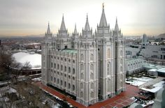 Great view of the Salt Lake Temple and Temple Square in the winter.an amazing building Salt Lake Temple, Salt Lake City Utah, Utah Temples, Lds Temples, Ex Mormon, Byzantine Architecture, Utah Vacation, Temple Square, Amazing Buildings