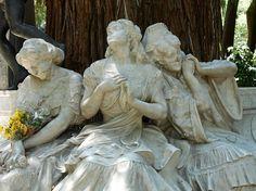 Damas enamoradas. Parque de María Luisa (Sevilla).