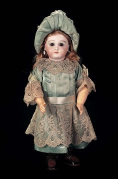 In the Mind's Eye - The Geri Baker Collection: 1 An All-Original French Bisque Premiere Bebe Jumeau,Size 3