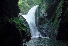 Laurel Fork Falls, South Carolina;  at Lake Jocassee;  photo by Rich Stevenson