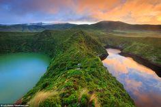 Ilha das Flores: a beleza verde do ponto mais ocidental da Europa - via Green Savers 11.02.2016 | #Azores #Portugal Um dos locais mais belos do Portugal é, paralelamente, o seu ponto mais ocidental – e também da Europa. Conheça melhor a Ilha das Flores.