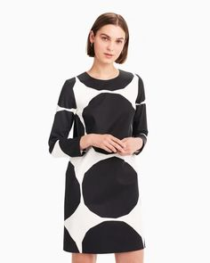 The Pihdat dress is made of firm cotton twill in the Kivet (stones) pattern. The body of the dress is lined and has a concealed back zipper closure. Normal Body, Mode Top, Marimekko, Long Toes, Body Shapes, Clothes For Sale, Off White, Cold Shoulder Dress, Legs