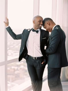New Ideas Drawing Couple Wedding Engagement Photos Lgbt Wedding, Wedding Poses, Wedding Men, Wedding Couples, City Engagement Photos, Engagement Photography, Engagement Session, Wedding Engagement, Lgbt Couples