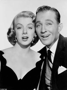 Bing Crosby Rosemary Clooney - White Christmas is one of my favorite movies. Golden Age Of Hollywood, Vintage Hollywood, Hollywood Stars, Classic Hollywood, Hollywood Glamour, White Christmas Movie, Christmas Movies, Christmas Star, Vintage Christmas