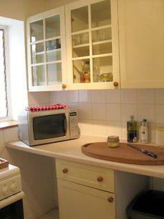 Kitchen London Vacation Rentals, Kitchen Cabinets, Kitchen Appliances, 1 Bedroom Apartment, Covent Garden, Loft, Home Decor, Diy Kitchen Appliances, Home Appliances