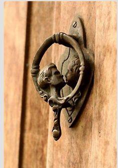 Door knocker kiss