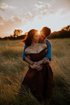 Wedding Photography Poses Swap your white dress for an offshoulder black wedding gown Engagement Photo Poses, Engagement Couple, Engagement Pictures, Engagement Shoots, Wedding Pictures, Couple Pictures, Mountain Engagement Photos, Wedding Engagement, Wedding Photography Tips