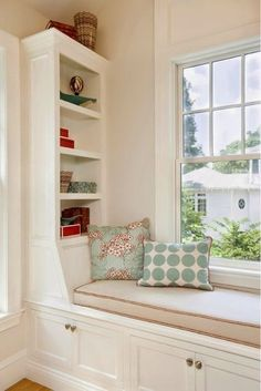 Slant cubby with a tall back pillow for a bedroom window seat, could make it storage functional and comfortable. Details of the window seat-built-in bookcase, storage under seat, piping on cushion, pillows (House of Turquoise: Lou Lou's Decor) Bookshelves Built In, Built Ins, Bookcase Storage, Bookcases, Dressing Design, Window Benches, House Of Turquoise, Built In Seating, Corner Seating