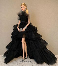 Paulo_Doll_Photography sur Instagram : #fashionroyalty #fashiondoll #igdaily #dollcollecting #collectordoll #dollcollection #mencollectingdolls #fashionroyaltydoll… Barbie Gowns, Barbie Dress, Barbie Clothes, Barbie Model, Barbie And Ken, Fashion Royalty Dolls, Fashion Dolls, Glam Dresses, Bratz Doll