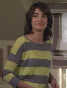 Robin's yellow and grey striped sweater on How I Met Your Mother Maria Hill, Estilo Gossip Girl, How Met Your Mother, Robin Scherbatsky, Mädchen In Bikinis, Cobie Smulders, Himym, Hollywood Celebrities, Female Celebrities
