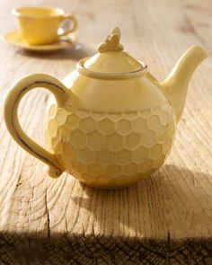 Bee teapot. I would love to find one of these.