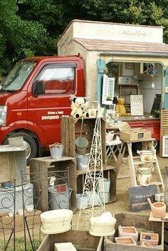 かわいい移動販売車・・・♪ お花のあるちょっと素敵な暮らしに憧れて ... Small Meals, Retail Space, Food Styling, Food Trucks, Naver, Coffee, Tea Time, Counter, Shops