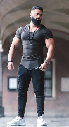 35 Fitness Clothing Ideas For Cool Men is part of Beard styles for men - Normal training can be tough work and you want the right gym wear that will help you perform at your […] Beard Styles For Men, Hair And Beard Styles, Stylish Men, Men Casual, Casual Wear, Hunks Men, Look Man, Muscular Men, Mens Clothing Styles