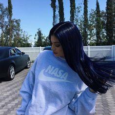 Kylie Jenner tinge o cabelo de roxo! Reveja mais tons que ela já usou