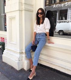 You Only Need Three Items To Ace This Summer Look (Le Fashion) - pinnerships Vintage Jeans, Vintage Blouse, Fashion Mode, Love Fashion, Fashion Design, Womens Fashion, Feminine Fashion, Ladies Fashion, Style Fashion