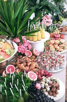 Brunch Mesa, Brunch Table, Table Party, Party Food Platters, Party Food Buffet, Birthday Brunch, Birthday Party Ideas, 18th Birthday Party, Birthday Table
