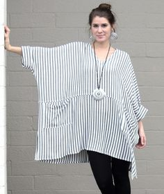 Easy make poncho: fit all sizes. I would add a fringe though. Dairi Moroccan Sousdi V Neck Pocket Tunic Boxy OS M Grey Stripe Trendy Fashion, Plus Size Fashion, Boho Fashion, Fashion Outfits, Womens Fashion, Fashion Design, Sewing Clothes, Diy Clothes, Style Clothes