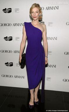Cate Blanchett électrique dans cette robe Armani Privé, n'a pas peur de dévoiler sa peau diaphane.