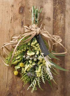 【季節の花:春】 スターチス スワッグ(イエロー系) Sサイズ  スターチスをメインにあしらった、HitoHanaオリジナルのスワッグとなります。   #スワッグ Dry Flowers, Grapevine Wreath, Craft Gifts, Grape Vines, Beautiful Flowers, Swag, Creations, Bouquet, Herbs