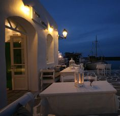 The center of Paros nightlife is Naoussa and Parikia, where most of the best bars and restaurants in Paros promise you an unforgettable time. Paros Island, Wedding Dinner, Romantic Dinners, Cool Bars, Night Life, Greece, Table Decorations, Stylish, Islands
