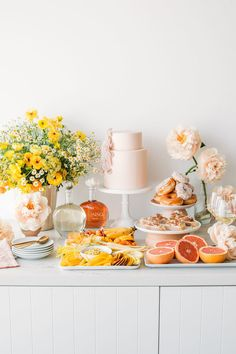 French Bridal Showers, Yellow Bridal Showers, Tropical Bridal Showers, Baby Shower Yellow, Bridal Shower Cakes, Bridal Shower Rustic, Bridal Shower Decorations, Table Decorations, Birthday Brunch