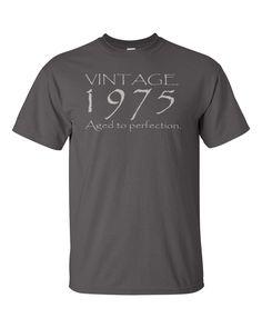 40th Birthday Gift for Men or Women Vintage 1975 door UpShirtsCreek