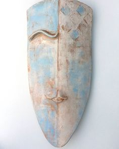 "Niqui Kommerkamp on Instagram: ""Shield or mask? Does it matter? . . . . . #coronamask #covıd19 #staysafe #dutchart #ceramicart#artbyniqui #ceramicdesign #amsterdamart…"" .......................................................#handbuiltceramics #contemporaryceramicart #atamsterdam #dutchartsysouls Ceramic Mask, Ceramic Wall Art, Sculpture Art, Sculptures, Amsterdam Art, Ceramic Design, Clay Art, Wands, Ceramics"