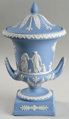 Such grand design on this decorative piece. Wedgwood have always been masters of their craft #WedgwoodJasper