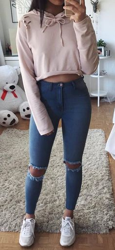 street+style+obsession+/+blush+sweatshirt+++ripped+jeans+++sneakers