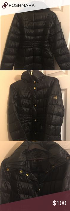 Michael Kors Puffer coat This is a used Michael kors coat that was only worn 3 times & is great for the current weather... Selling at a reasonable price!! Michael Kors Jackets & Coats Puffers