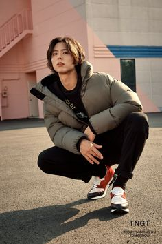 Park Bo Gum is a total heartthrob with long hair in 2018 F/W 'TGNT' pictorial Beautiful Boys, Pretty Boys, Cute Boys, Asian Actors, Korean Actors, Park Bo Gum Wallpaper, Park Go Bum, Kdrama Actors, Korean Celebrities