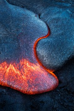 Lava flow at Big island, Hawaii Dark Wallpaper, Wallpaper Backgrounds, Wallpapers, Iphone Wallpaper, Amazing Nature, Amazing Art, Volcano Pictures, Android, Lava Flow